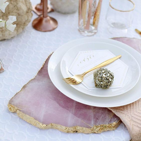 a pink quartz placemat with a gold edge is a refined and chic idea for decorating your wedding reception tables