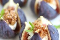 figs with cream cheese, mint and walnuts are delicious and fantastic, these are fresh appetizers for a Valentine wedding