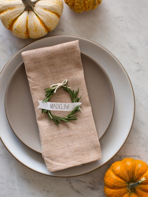 Rustic DIY Rosemary Wreath Place Cards For Your Winter Wedding (via weddingomania)