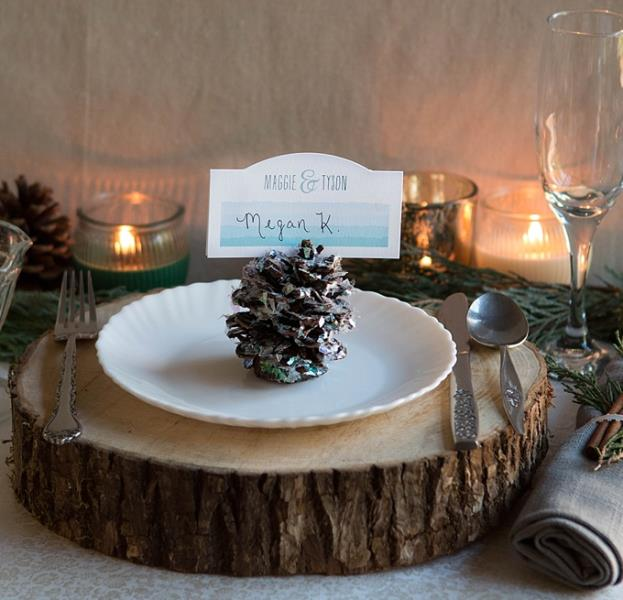 Rustic Glam DIY Pinecone Place Settings For Your Winter Wedding (via weddingomania)