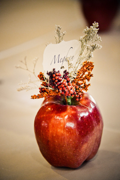 Apple Place Cards (via weddingwire)