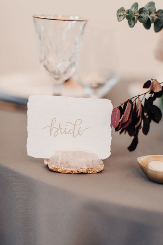 rose quartz and gold leaf card holders for a chic and refined look at the reception