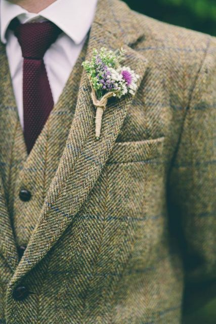 a bright wedding boutonniere of bright blooms and twine wrap is a chic and cute idea for a rustic wedding