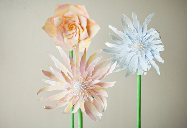 DIY Giant Standing Paper Flower For Your Wedding Decor