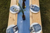 a denim table runner with lace, denim pockets for cutlery will make your tablescape very rustic and casual