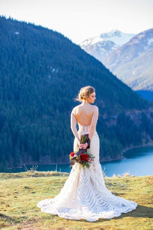 Breathtakingly Beautiful Cliffside Bridal Shoot On Dablo Lake