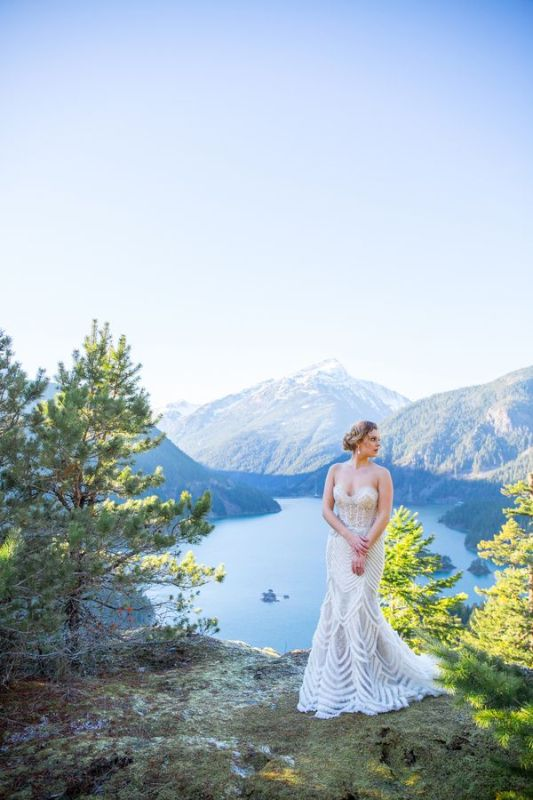 Picture Of breathtakingly beautiful cliffside bridal shoot on dablo lake  10