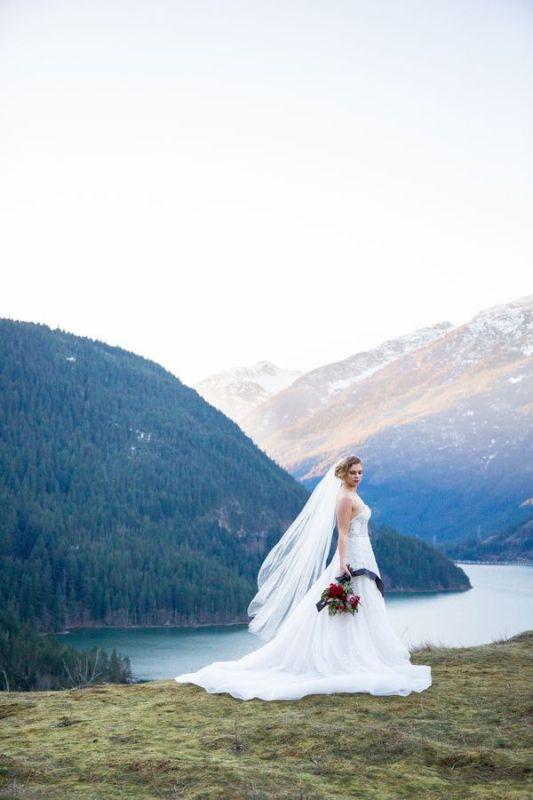 Breathtakingly Beautiful Cliffside Bridal Shoot On Dablo Lake