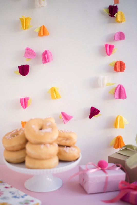 Fun And Pretty DIY Crepe Paper Flower Garland For Bridal Shower Decor