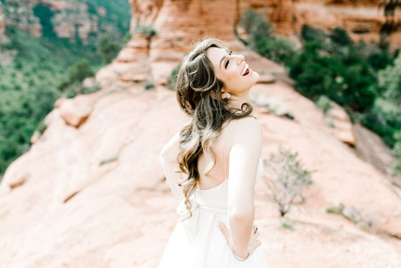Picture Of romantic travel themed wedding in sedona  7