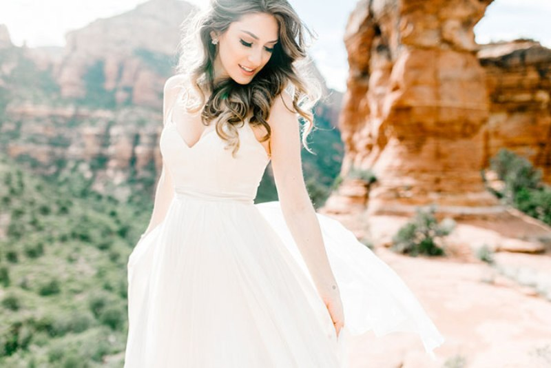 Picture Of romantic travel themed wedding in sedona  8