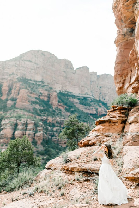 Picture Of romantic travel themed wedding in sedona  9