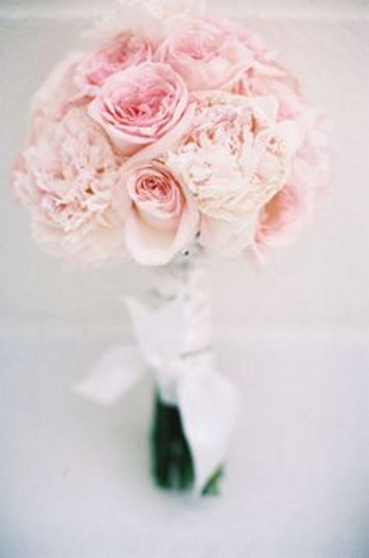 20 Rose Quartz Wedding Bouquets To Get Inspired - Weddingomania