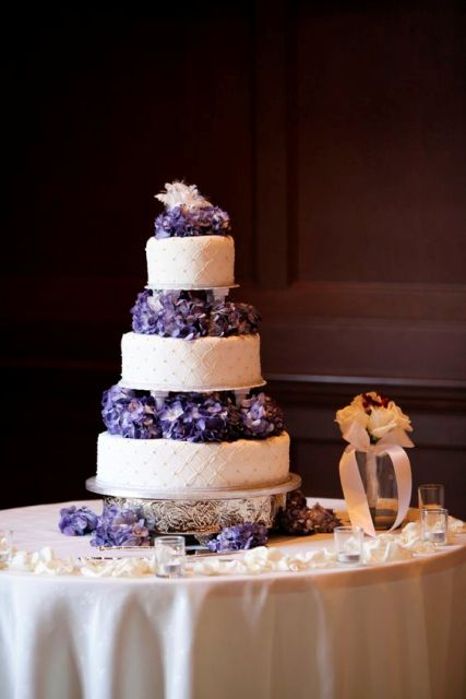 10 tier wedding cake ideas 21 wedding cakes with flowers between the tiers 10015