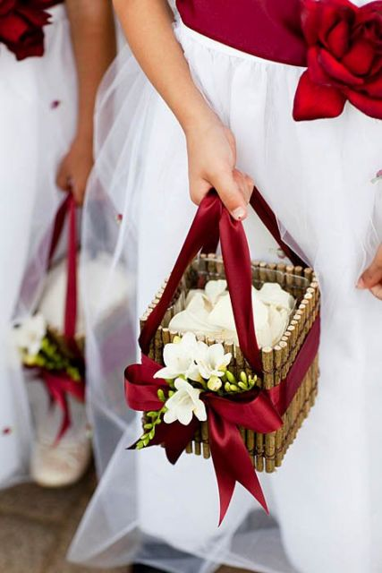 How To Make Flowers Girl Basket : Lovely flower girl basket ideas to try weddingomania