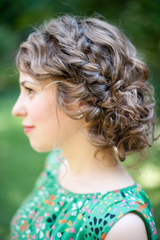 29 Charming Brides Wedding Hairstyles For Naturally Curly Hair