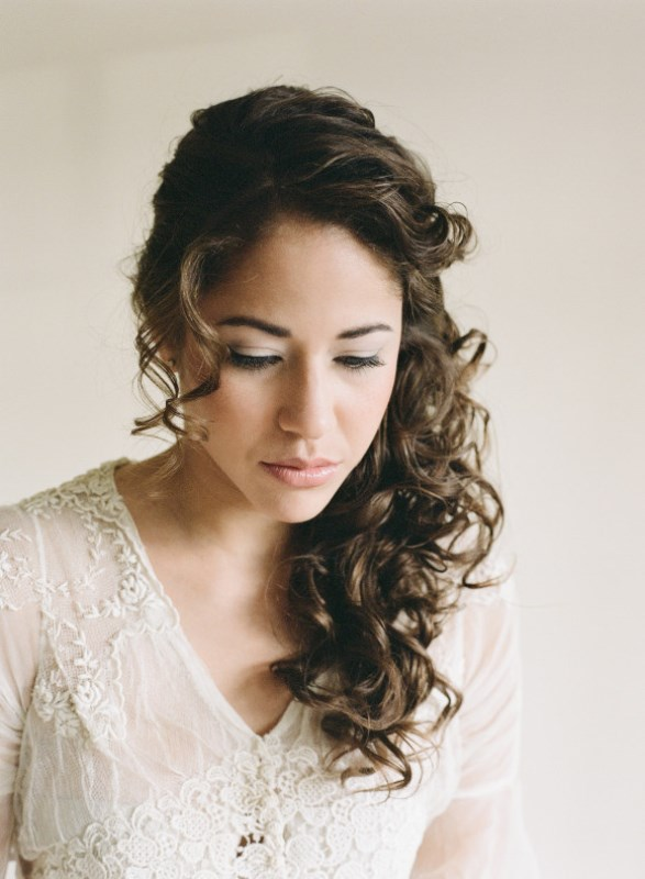 Charming Bride's Wedding Hairstyles For Naturally Curly Hair