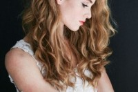 a naturally wavy hairstyle is on top right now, you may give your curls a different texture if you want