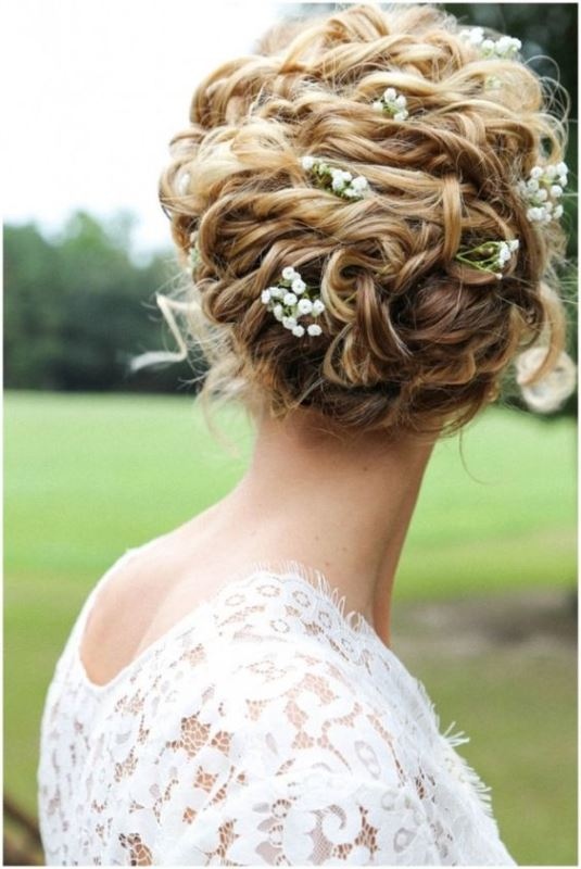 29 Charming Bride S Wedding Hairstyles For Naturally Curly