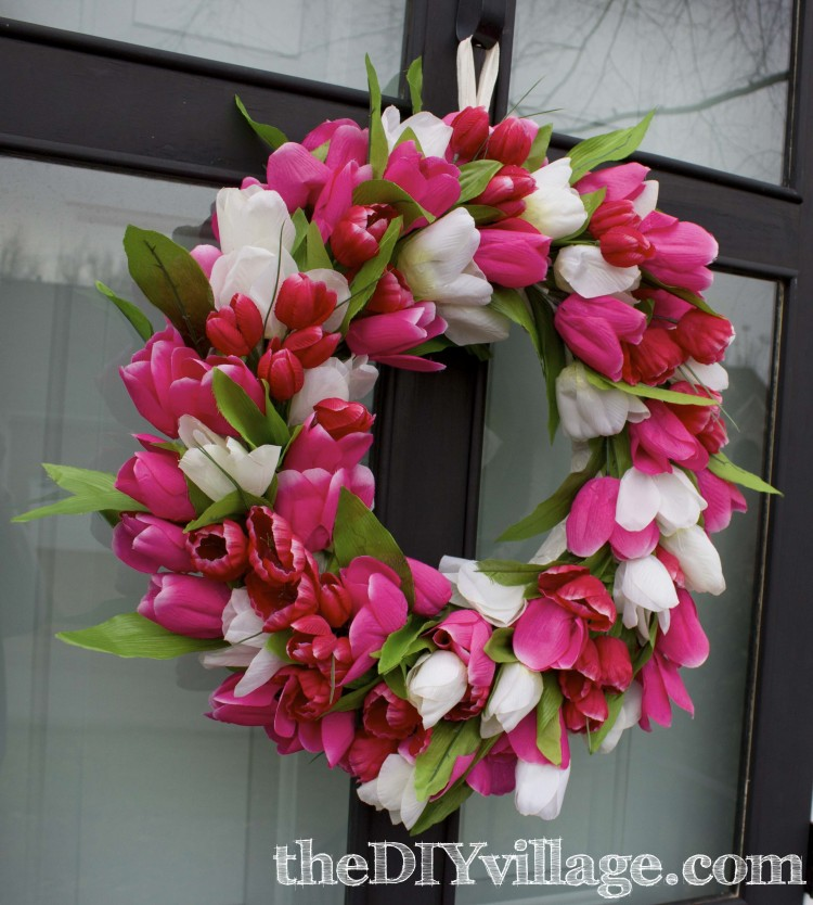 Tulip Door Wreath (via thediyvillage)