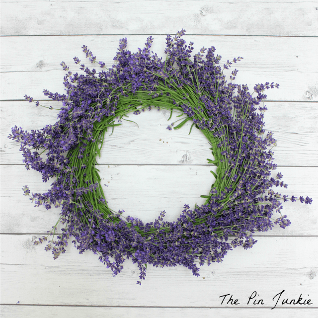 How To Make A Lavender Wreath (via thepinjunkie)