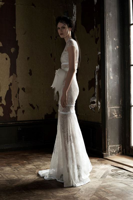 Sensual spring 2016 39 hotel madrid 39 bridal dresses for Vera wang beach wedding dress