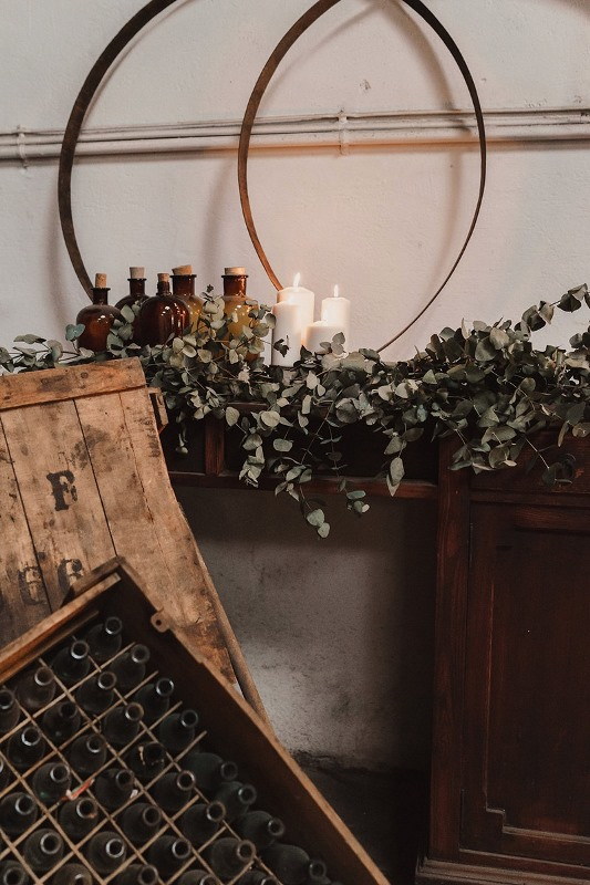 Picture Of stylish industrial and rustic inspired wedding ideas  5