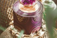13-glam-and-modern-wedding-cakes-decorated-with-rocks-and-gems-1