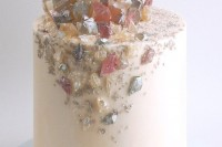13-glam-and-modern-wedding-cakes-decorated-with-rocks-and-gems-13