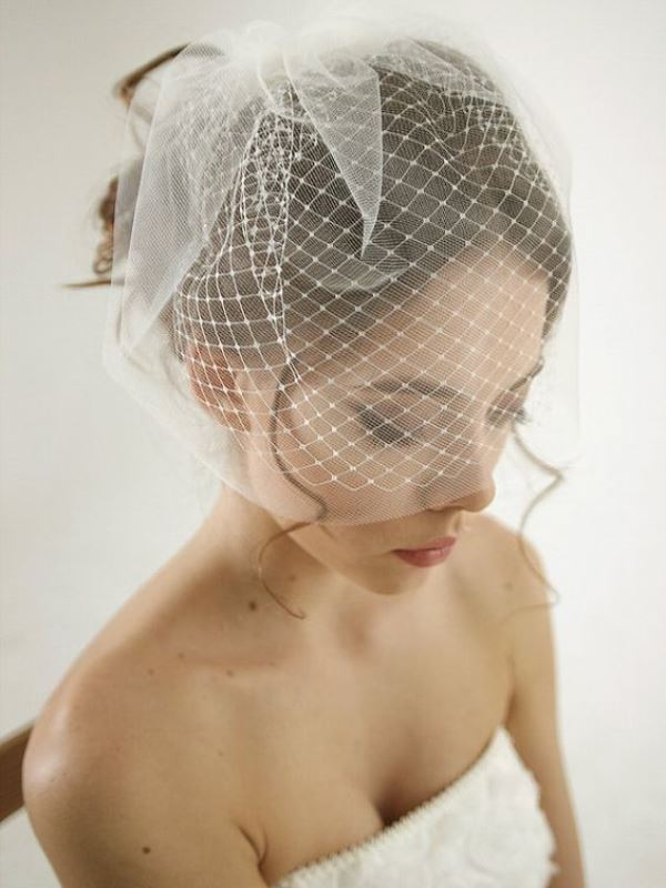 Pretty Mini Bridal Veils To Complete The Wedding Look
