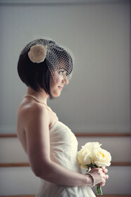 Picture Of pretty mini bridal veils to complete the wedding look  11