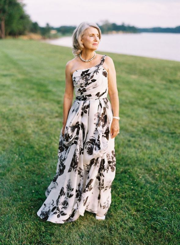 a contrasting one shoulder floral print maxi dress for a breezy and chic summer look of the mother of the bride