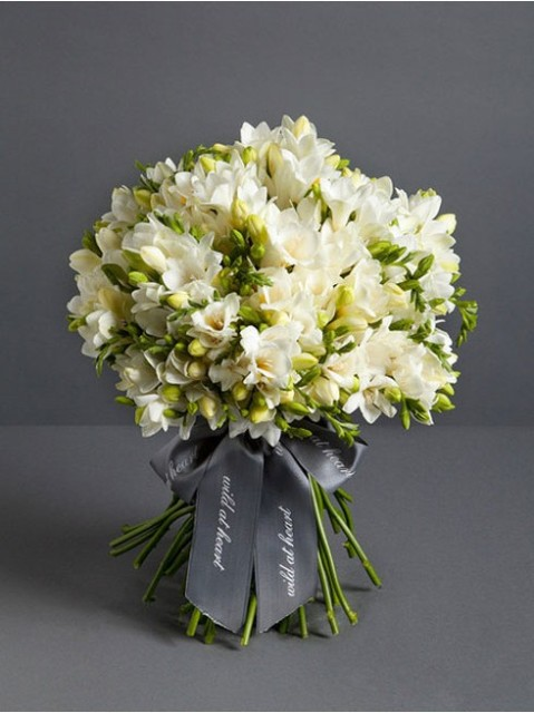 Charming Ideas To Incorporate Freesias Into Your Wedding