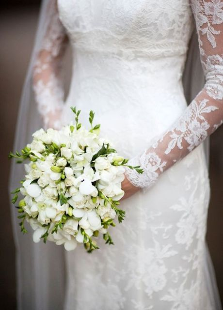 Picture Of Charming Ideas To Incorporate Freesias Into Your Wedding 2