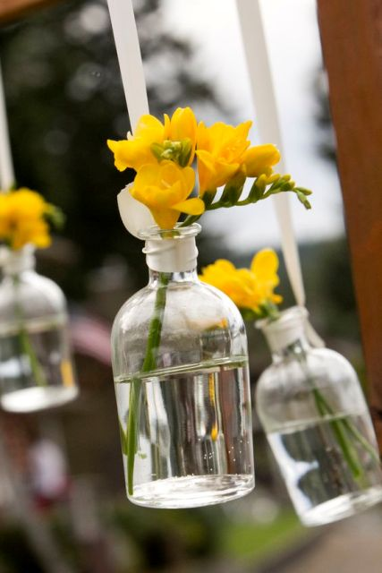 Picture Of Charming Ideas To Incorporate Freesias Into Your Wedding 20