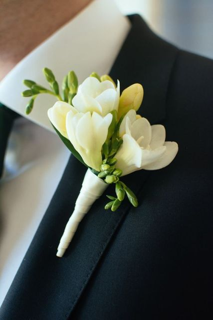 Picture Of Charming Ideas To Incorporate Freesias Into Your Wedding 5