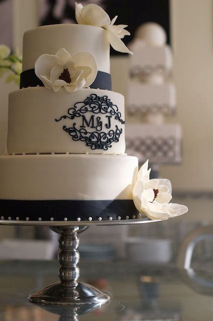 21 Unique Monogrammed Wedding Cakes Weddingomania