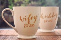 personalized wedding favors to each other – wifey and hubby mugs with the wedding date