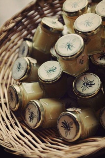 Picture Of Adorable Honey Themed Wedding Ideas 24