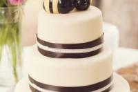 24 Adorable Honey Themed Wedding Ideas 5