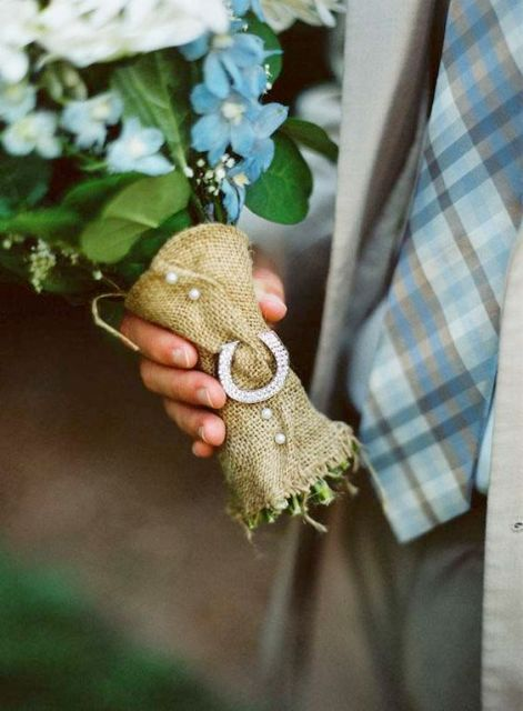 a burlap bouquet wrap with pearl buttons and a horseshoe is a nice idea for a rustic wedding