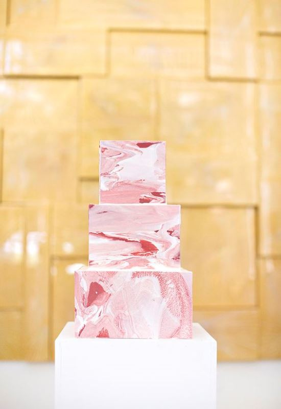 a square pink marble wedding cake is a bold yet laconic solution for a modern summer wedding