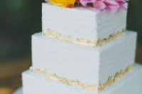 a simple yet cool square wedding cake