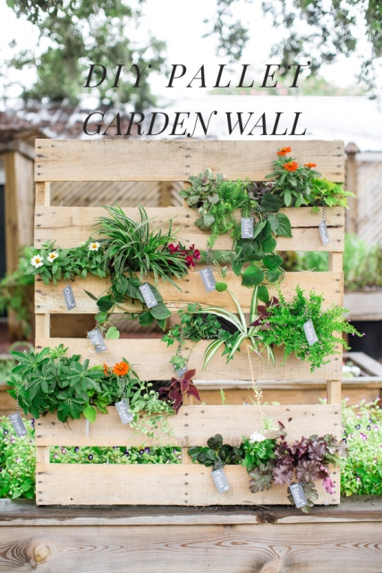 Lovely DIY Pallet Vertical Garden For Your Wedding