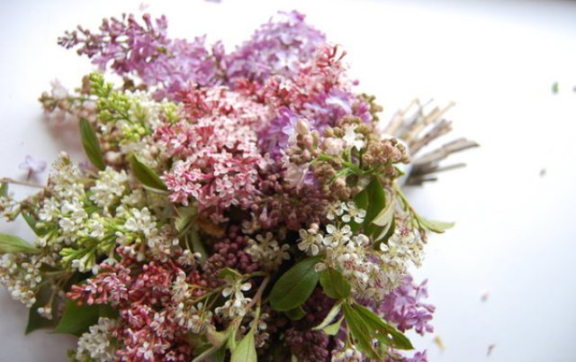 Naturally Beautiful DIY Wild Lilac Bouquet For Brides