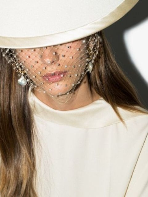 a crystal mini veil with baroque pearls is a statement idea for a bride who loves fashion and trends