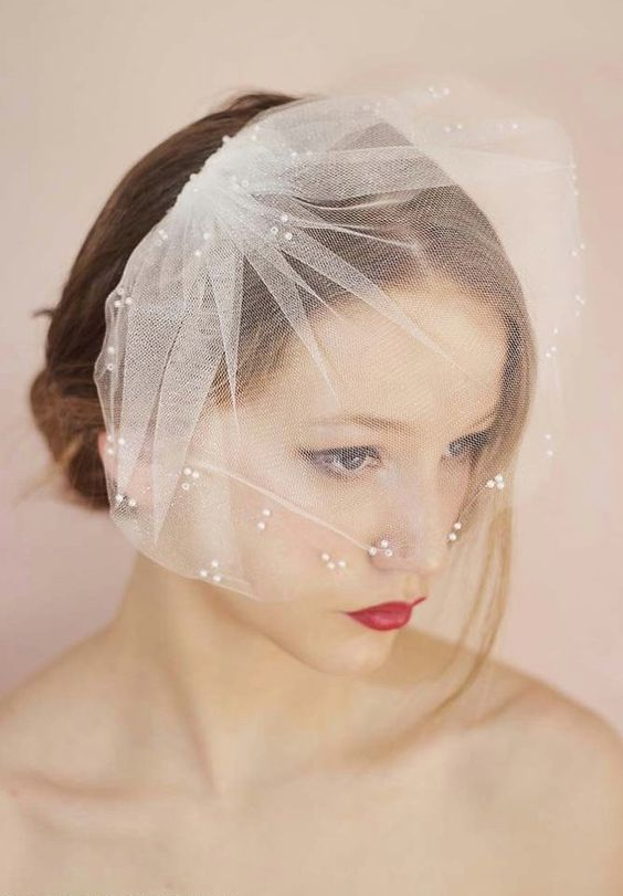 a mini veil with beads decorating it is a chic and lovely idea for a romantic bride