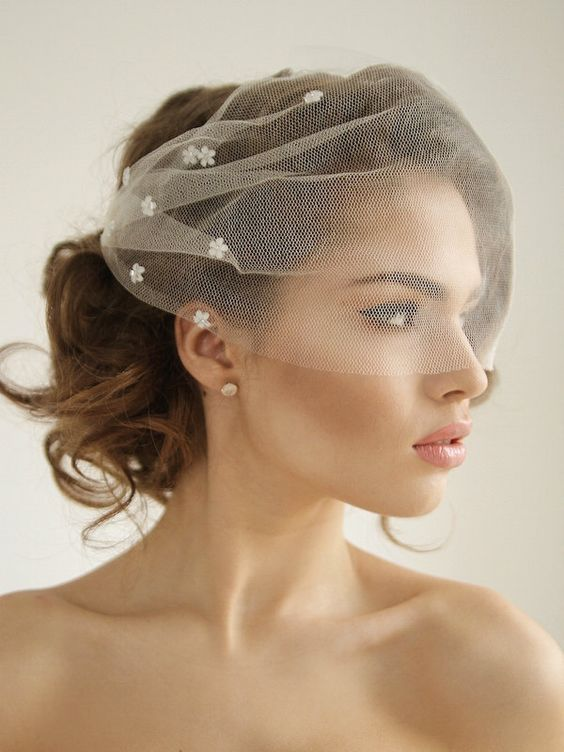 a mini veil with bright sequin florals is a pretty and chic idea for a modern bride