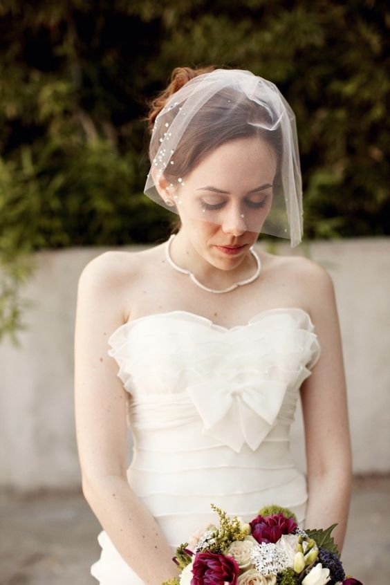 a mini veil with pearls here and there looks elegant, modern and very refined popping up a hot trend - pearls