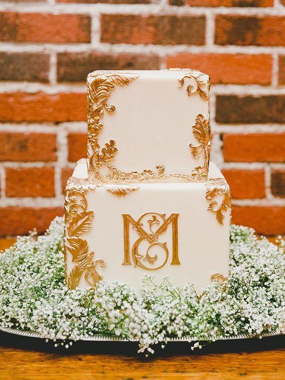 a stylish wedding cake in square shape